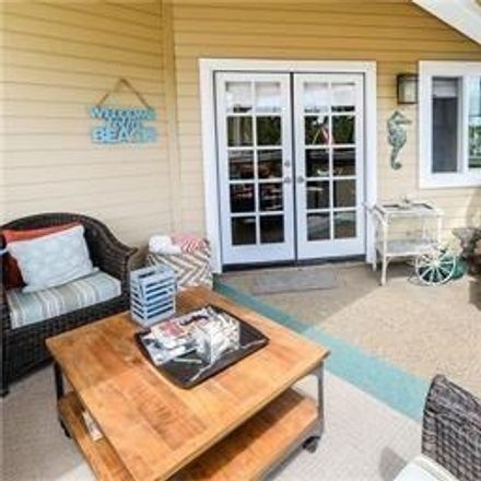 Rent this 3 bed townhouse on 105 North Helberta Avenue in Redondo Beach, CA 90277