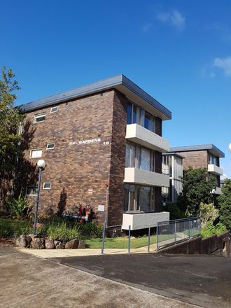 Rent this 2 bed apartment on 15/18 Carr Street