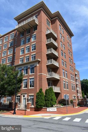 Rent this 1 bed apartment on East Market at Fair Lakes in 4490 Market Commons Drive, Pender