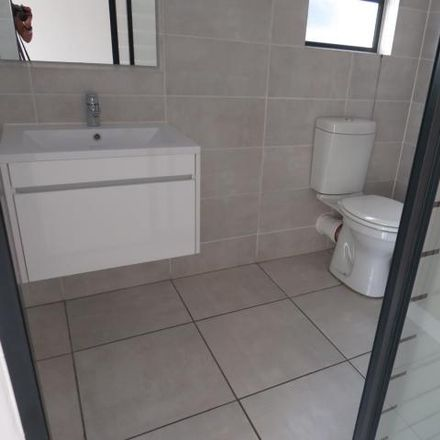 Rent this 2 bed apartment on Whisken Avenue in Johannesburg Ward 112, Sandton