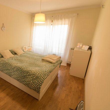 Rent this 3 bed room on Sal & Pimenta in Rua de Argentat, 4470-142 Cidade da Maia