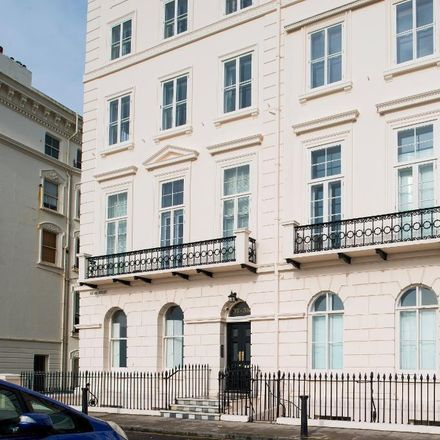 Rent this 3 bed apartment on Adelaide Crescent in Hove BN3 2JL, United Kingdom