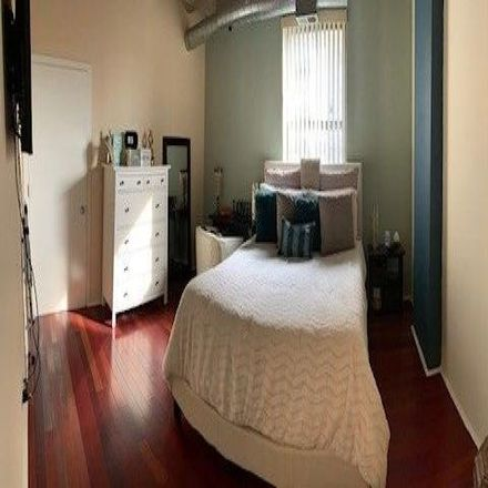 Rent this 2 bed condo on 1000 East 53rd Street in Chicago, IL 60615