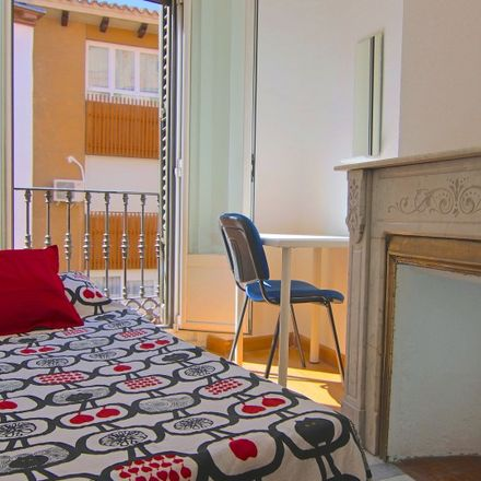 Rent this 7 bed apartment on Fogg Bar in Calle de Moratín, 5