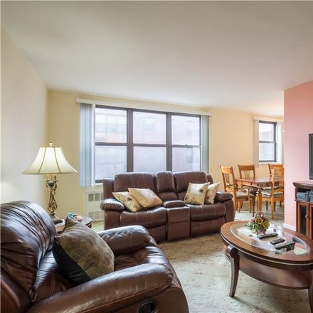 Rent this 1 bed condo on E 51st St in Brooklyn, NY