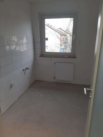 Rent this 3 bed apartment on Breddenkampstraße 7 in 45770 Marl, Germany