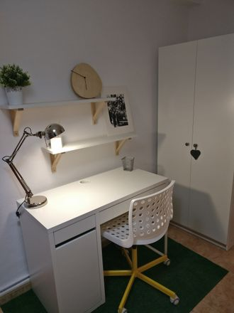 Rent this 3 bed room on Calle Caballero de la Rosa in 26004 Logroño, La Rioja