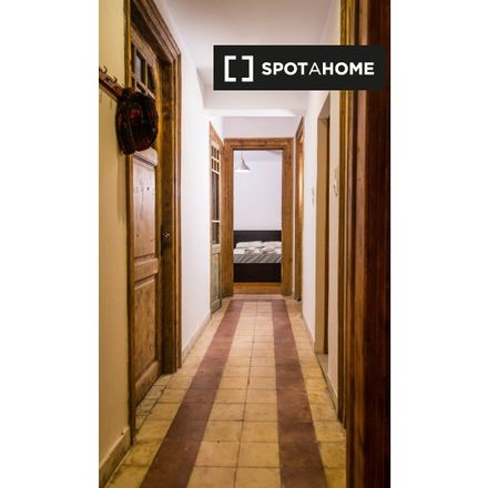 Rent this 4 bed room on Μπλε πολυκατοικία in Θεμιστοκλέους, Athens
