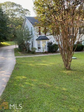 Rent this 3 bed townhouse on 10 Dixon Street in Newnan, GA 30263
