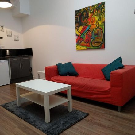 Rent this 0 bed apartment on Angel Nails in Spring Gardens, Doncaster DN1 3DJ