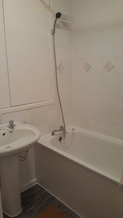 Rent this 6 bed room on Spey Street in London E14 0RW, United Kingdom
