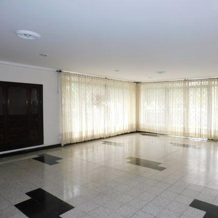 Rent this 5 bed apartment on BUS.T103 in Avenida Carrera 2, Dique