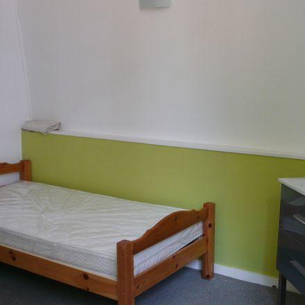 Rent this 7 bed room on 49 Rue du Barœul in 59370 Mons-en-Barœul, France