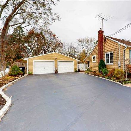Rent this 3 bed house on W Oakdale St in Bay Shore, NY