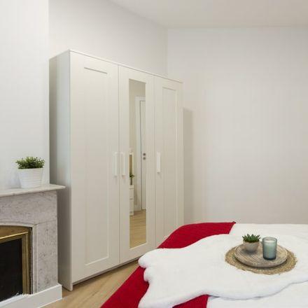 Rent this 8 bed apartment on Calle de Martín de los Heros in 23, 28001 Madrid