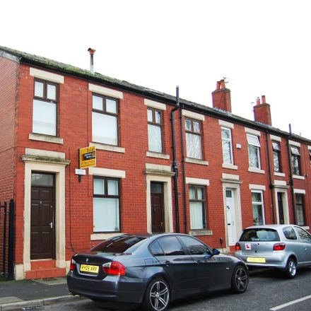 Rent this 3 bed house on Ashfield Road in Rochdale OL11 1QW, United Kingdom
