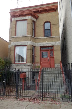 Rent this 5 bed townhouse on N Broadway St in Chicago, IL