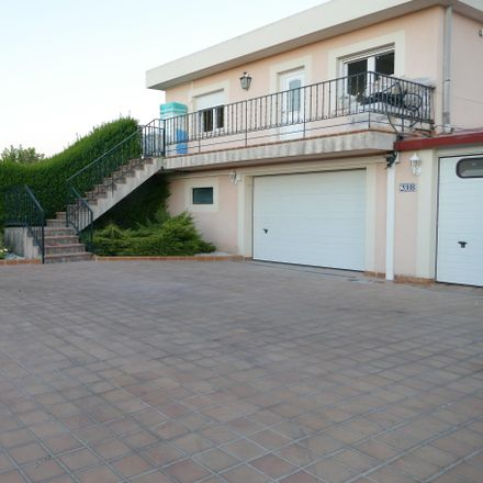 Rent this 3 bed townhouse on Carretera de Ledesma in 37185 Villamayor, Spain