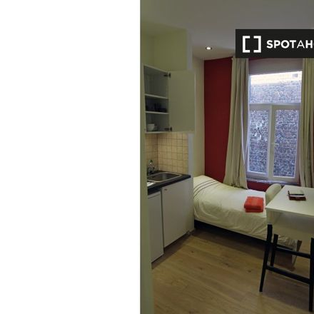 Rent this 0 bed apartment on Rue Charles Quint - Keizer Karelstraat 94A in 1000 Brussels, Belgium