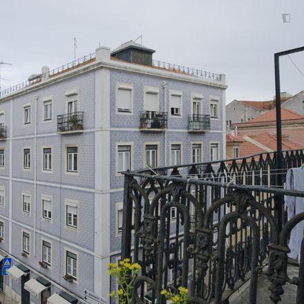 Rent this 4 bed room on Farmácia Silmar in Rua de São Lázaro 128, 1169-104 PENA Lisbon