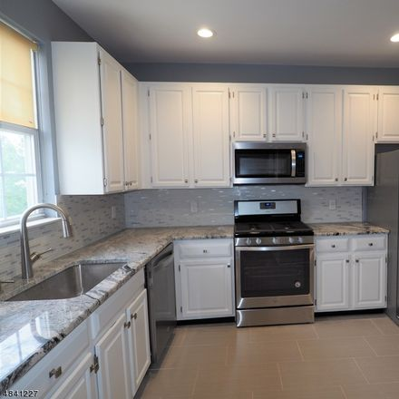 Rent this 3 bed apartment on 84 Wildflower Lane in Morris Township, NJ 07960