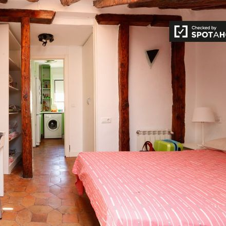 Rent this 5 bed apartment on Astrograph Pavillion in Calle de Alfonso XII, 28001 Madrid