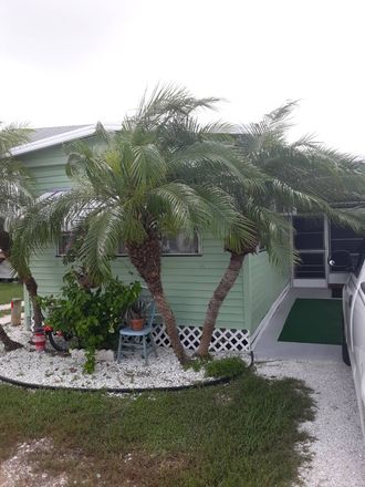 Rent this 1 bed house on 2 Poinsettia Ln in Bradenton, FL