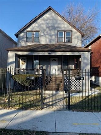 Rent this 3 bed apartment on 5458 W Iowa St in Chicago, IL 60651