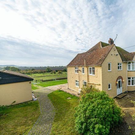 Rent this 6 bed house on Castle Hill Road in Totternhoe LU6 2DA, United Kingdom