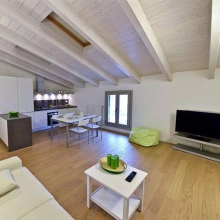 Rent this 2 bed apartment on Flower Burger in Via Tortona, 12