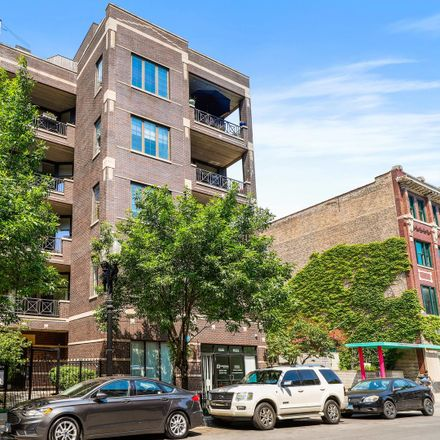 Rent this 3 bed townhouse on North Sedgwick Street in Chicago, IL 60610