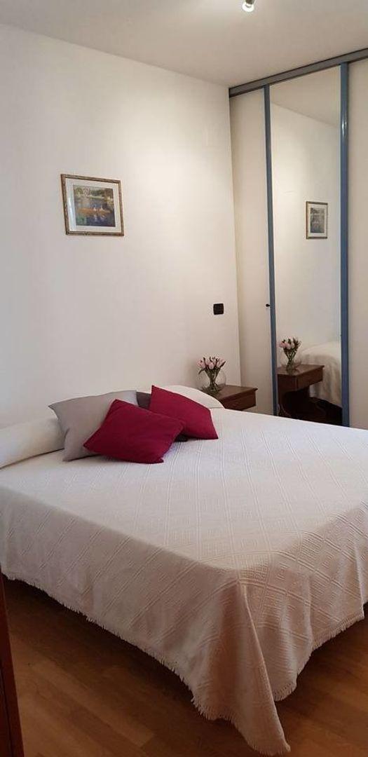 Un Armadio A Scomparti.Room In 3 Bed Apt At Via Attilio Biasco 39 73100 Lecce Le Italy