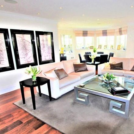 Rent this 3 bed apartment on Manor Wood Lodge in 1 Coombehurst Close, London EN4 0JF