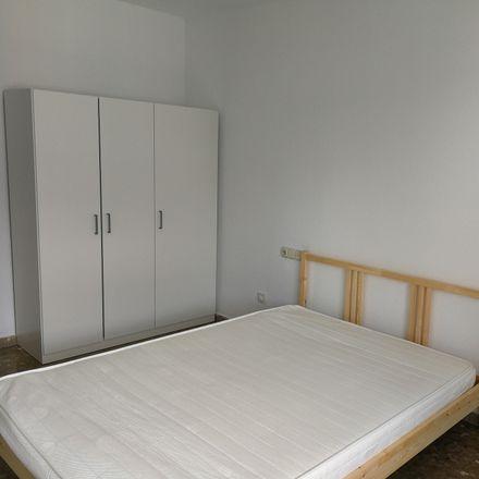 Rent this 4 bed room on Calle Rafael Alberti in 04004 Almería, España