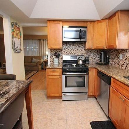 Rent this 3 bed condo on 17 Marc Street in New York, NY 10314
