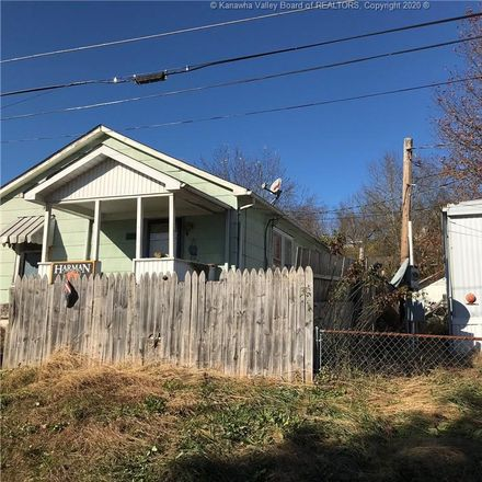 Rent this 3 bed apartment on 327 Birch St in Saint Albans, WV