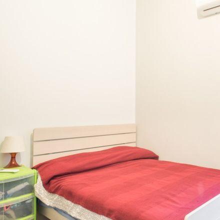 Rent this 3 bed room on Moma Pizzeria Romana in Via Calpurnio Fiamma, 40