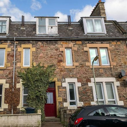 Rent this 2 bed apartment on Ailsa MacInnes Optometrist in 50 Hill Street, Inverness IV2 3AT