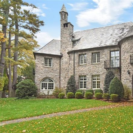 Rent this 6 bed house on Wellington Ave in Wykagyl, NY