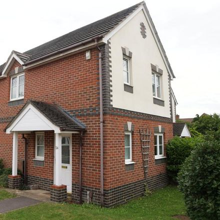 Rent this 3 bed house on 24 Amber Close in Sonning RG6 7ED, United Kingdom