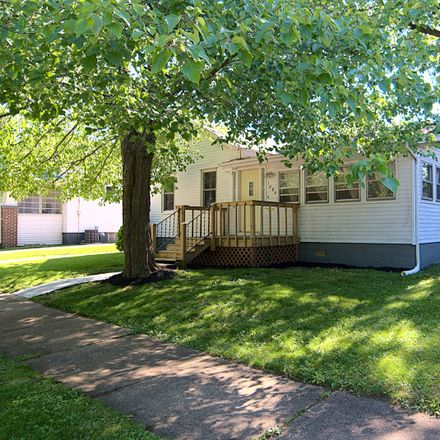 Rent this 2 bed house on 1005 South Wright Street in Bloomington, IL 61701