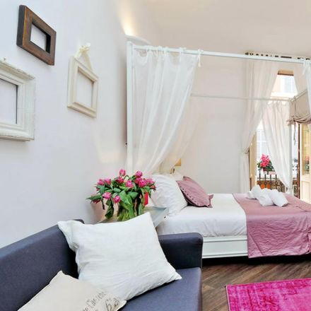 Rent this 3 bed apartment on Pull Love in Via del Corso, 41