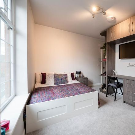 Rent this 7 bed room on Railway Street in Tameside SK16 4NB, United Kingdom