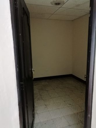 Rent this 5 bed apartment on Carrera 20 in Cincuentenario, Comuna Francisco de Paula Santander