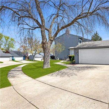 Rent this 3 bed house on 8318 Twana Drive in Urbandale, IA 50322