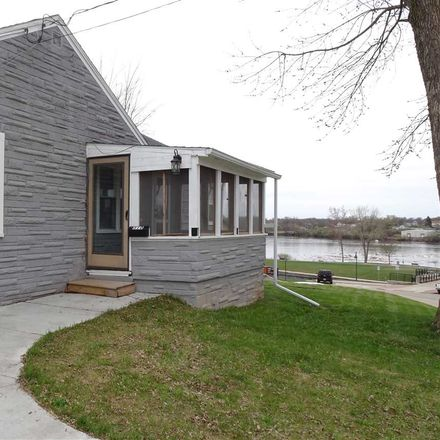 Rent this 3 bed house on 310 Monroe Street in Little Chute, WI 54140