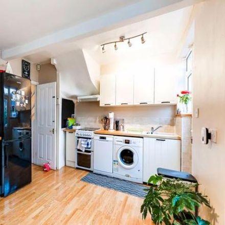 Rent this 3 bed house on Carterhatch in Great Cambridge Road, London EN1 4DA