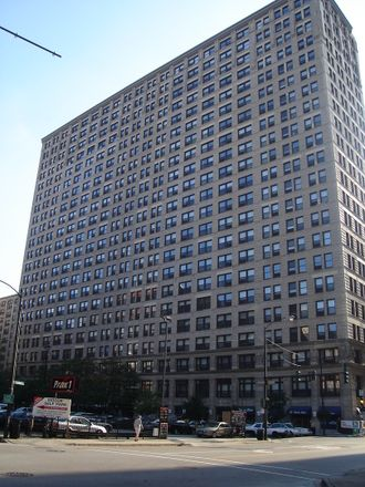 Rent this 2 bed condo on 600 Loop in Chicago, IL