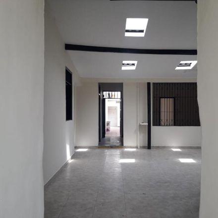 Rent this 6 bed apartment on Calle 9A in Comuna 3, 760043 Perímetro Urbano Santiago de Cali