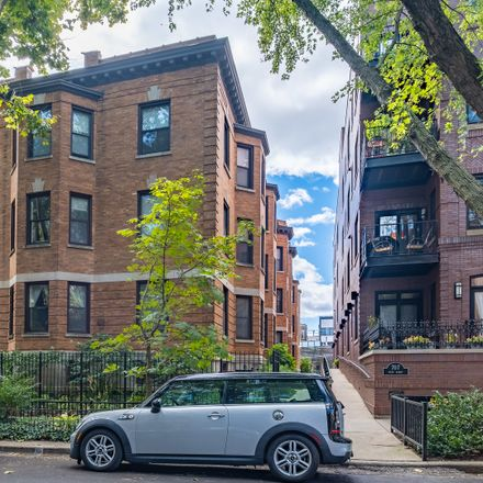 Rent this 2 bed condo on 667 West Barry Avenue in Chicago, IL 60657
